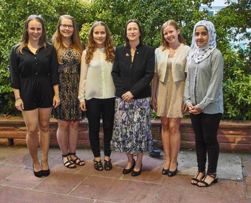 Ehrung von Zonta für den Young Women in Public Affairs Award. v.l.n.r.: Ciara Bergmann, Sophie Schüßler, Marie Klotz, Anne-Katrin Gruber, Yasmin Kartes, Nigina Alkozay